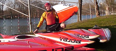 Bernd Esbach mit den neuen Booten
