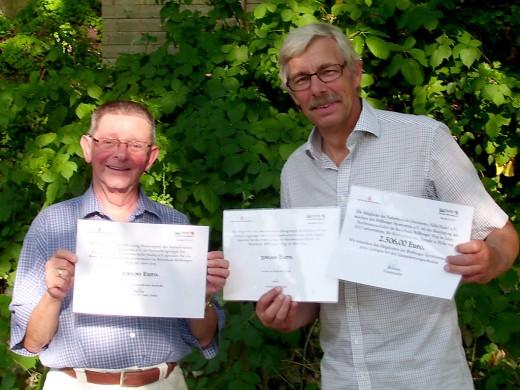 Bondiek überreicht Pfannmöller drei Schecks der Naturfreunde